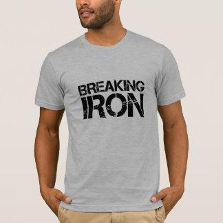 quebrando o T do ferro Camiseta