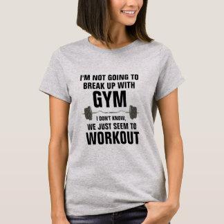 Quebre acima com a camisa engraçada do exercício
