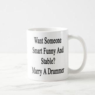 Queira alguém casado engraçado e estável esperto caneca de café