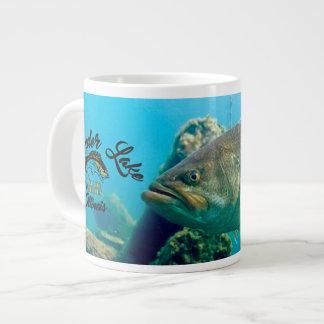 Queira saber o lago grande como a caneca de café