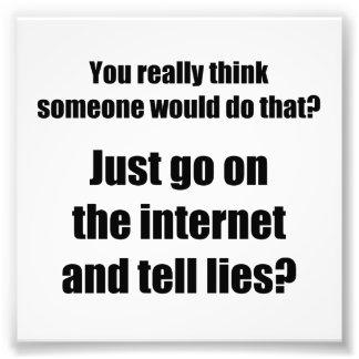 Quem espalha mentiras no Internet Impressão De Fotos