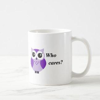 Quem se importa? Coruja roxa bonito dos desenhos Caneca De Café