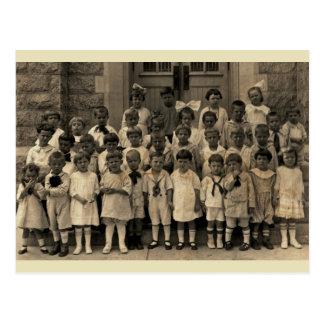 Querubins pequenos da classe de catequese cartão postal
