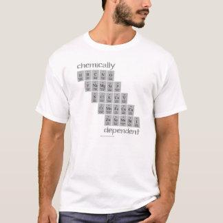 Quimicamente dependente camiseta