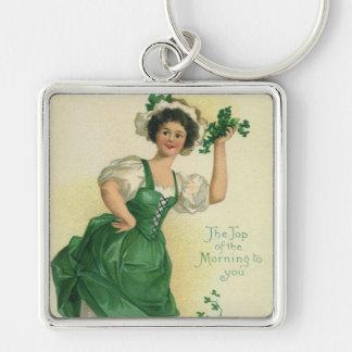 Rapariga do dia de St Patrick do vintage, trevos Chaveiro Quadrado Na Cor Prata