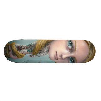 Rapunzel o skate da menina do tatuagem