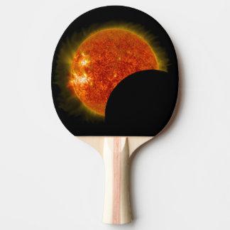 Raquete De Ping Pong Eclipse solar em andamento