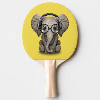 Raquete De Ping Pong Elefante bonito DJ do bebê que veste fones de