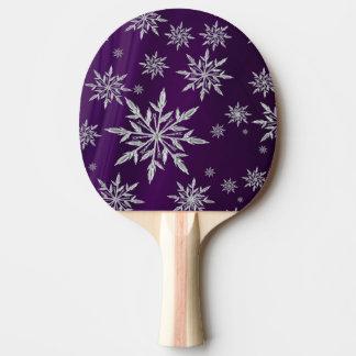 Raquete De Ping-pong Estrelas roxas do Natal com o cristal de gelo