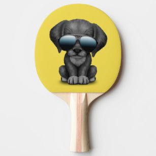 Raquete De Ping Pong Filhote de cachorro preto bonito que veste óculos 91ebf9f824