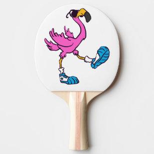 40ed84ab7f9c0 Raquete De Ping Pong Flamingo que veste as sapatilhas e os óculos de