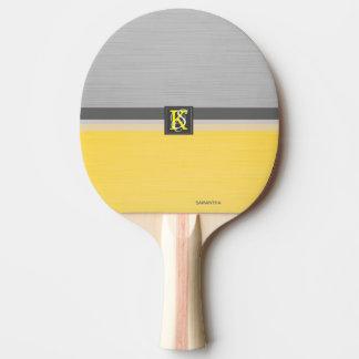Raquete De Ping Pong Monograma amarelo e cinzento do tom dois simples