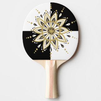Raquete De Ping Pong Ouro dos quadrados pretos & brancos & mandala