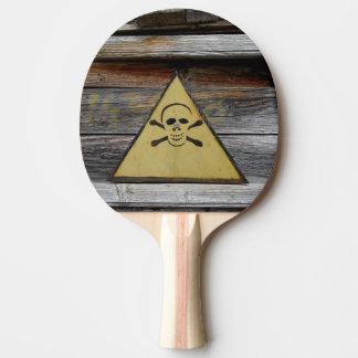 Raquete De Ping Pong Sinal do perigo do vintage na madeira rústica