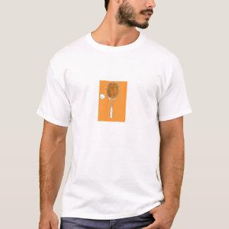 Raquete de tênis e camiseta da bola