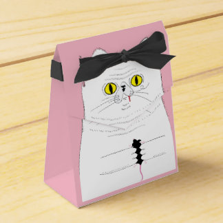 Rato de oferecimento do gato como a caixa de