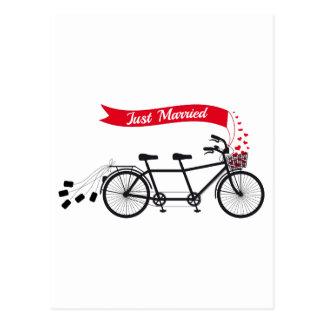 Recem casados, bicicleta em tandem wedding cartão postal
