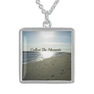 Recolha a colar da prata esterlina dos momentos
