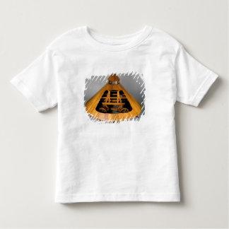 Reconstrução modelo do design de da Vinci Tshirt