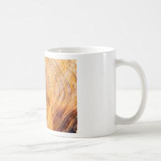 Reduza uma árvore com anéis anuais caneca de café