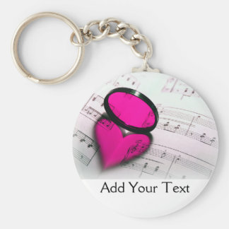 Reflexão cor-de-rosa do coração na partitura chaveiro