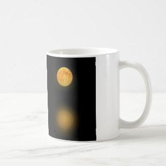 Reflexão da Lua cheia Caneca De Café