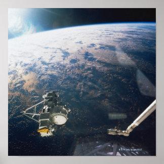 Reflexão satélite poster