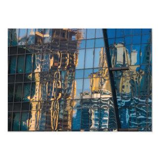 Reflexões da cidade em convites de Dubai