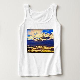 Regata A camisola de alças das mulheres - rio nas nuvens