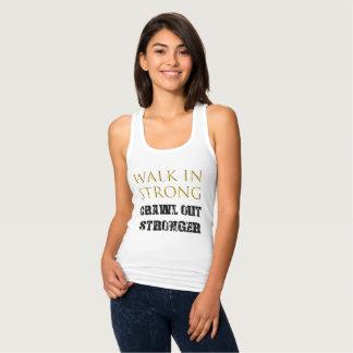 Regata Caminhada do rastejamento na camisola de alças