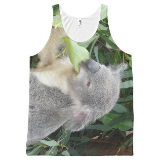 Regata Com Estampa Completa Koala que come a folha da goma