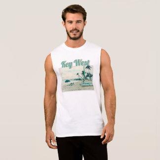 Regata Competindo o bote e as cadeiras de Sun na praia de