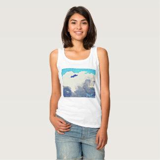 Regata Nuvens da monção na camisola de alças das mulheres