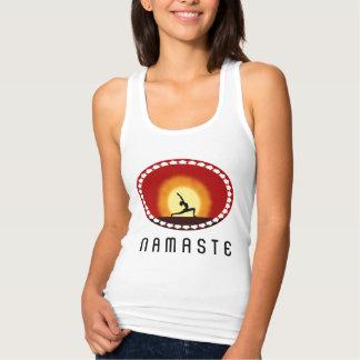 Regata O tanque das mulheres de Namaste da silhueta do