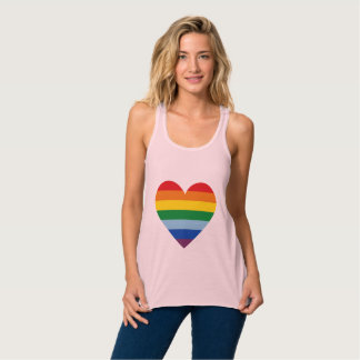 Regata T-shirt do coração do cartel do arco-íris dos