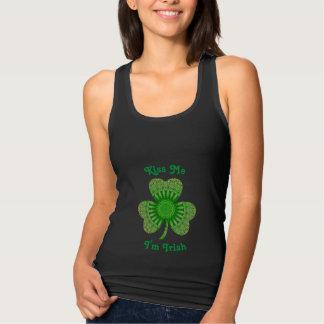 Regata T-shirt do dia de St Patrick projetado usando o