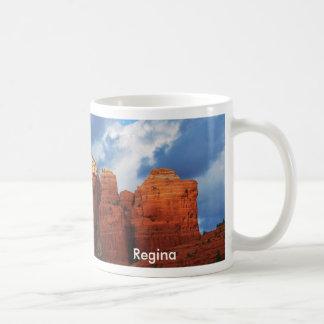 Regina na caneca da rocha do pote do café