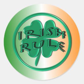Regra irlandesa - cores e trevo de Ireland Adesivos Em Formato Redondos