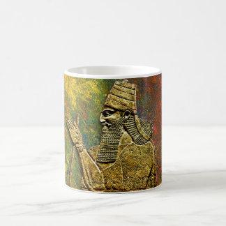 Rei Assyrian caneca