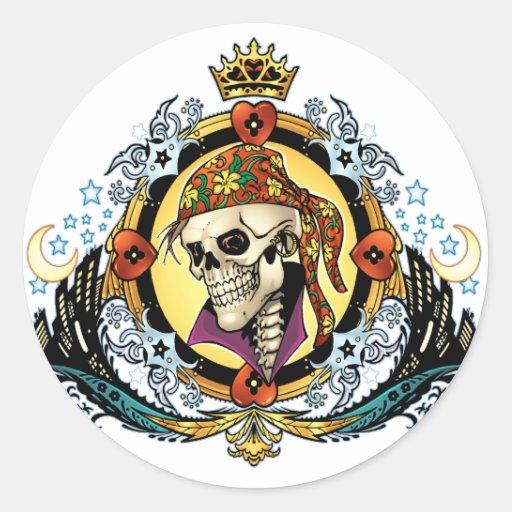 Rei Crânio Pirata com corações pelo Al Rio Adesivo Em Formato Redondo