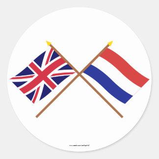 Reino Unido e bandeiras cruzadas Países Baixos Adesivo Redondo