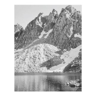 Reis Rio dos pináculos de Kearsage por Ansel Adams Panfleto