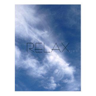 Relaxe o cartão do céu azul e da nuvem