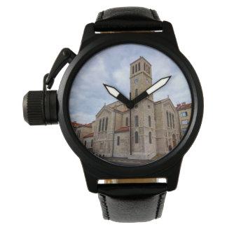 Relógio A igreja de St Joseph em Sarajevo. Bósnia e Herz