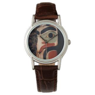 Relógio Alaska cinzelou a foto de madeira de pólo de Totem