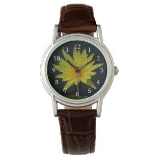 Relógio amarelo de Lotus Waterlily