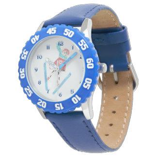 Relógio azul do miúdo com uma vaca do salto de