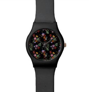 Relógio Bordado Folk