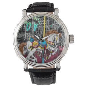 4e5541fa733 Relógio Cavalo colorido do carrossel no carnaval