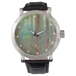 Relógio Colagem de Oxalis e de árvores   Seabeck, WA